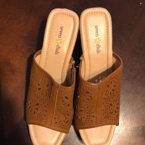 NWT brown heeled sandals